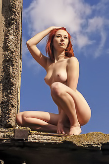 Free Erotic Pics With Naked Redhead Elis B