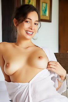 Calypso Bare Her Gorgeous Breasts