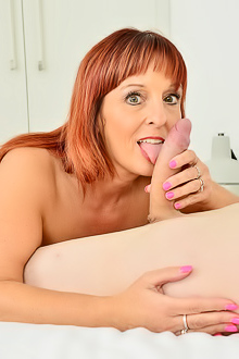 Beau Diamonds Chubby Beau Diamonds talks skinny dude into fucking her